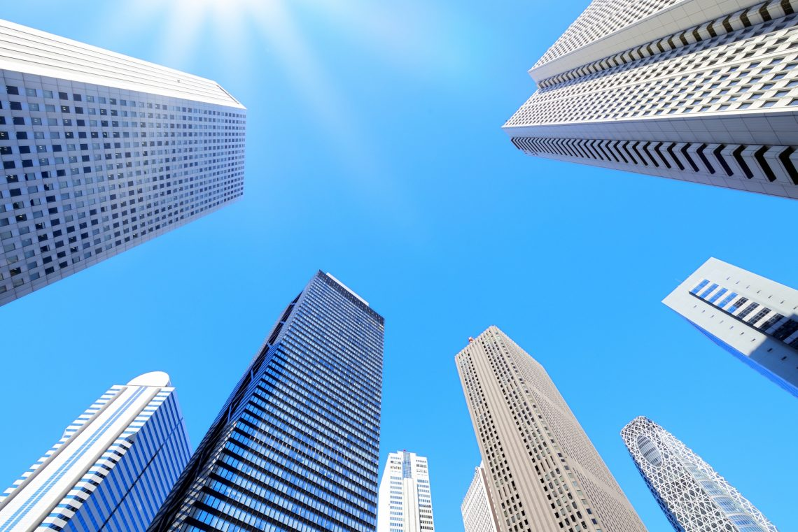 働き方の変革は必須!企業経営に必要な2つの目線_企業ビル